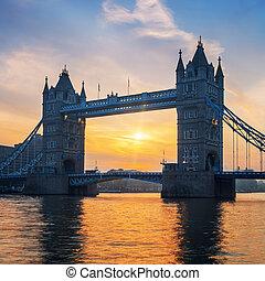מפורסם, גשר של מגדל, ב, עלית שמש