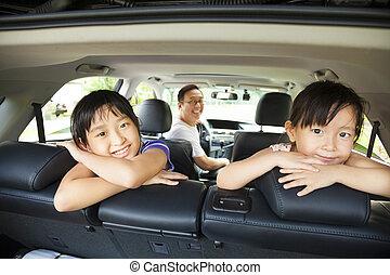 משפחה שמחה, לשבת, במכונית