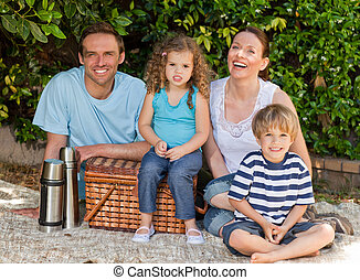 משפחה שמחה, פיכניקינג, בגן