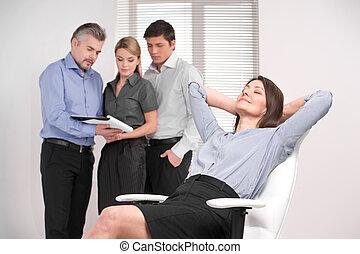 נחמד, מבוגר, גברת של עסק, בעל, נוח, ב, לבן, כסא, לחלום על,...
