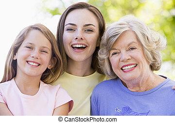 סבתא, עם, מבוגר, ילדה, ו, נכד, בפרק
