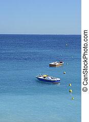 סירות, stationed