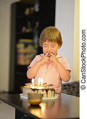 עוגה, ילדה, יום הולדת, צעיר