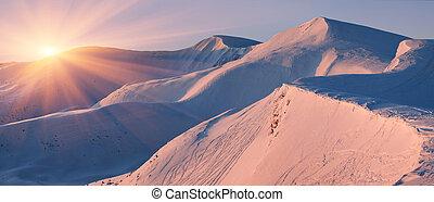 עלית שמש, הרים., נוף של חורף
