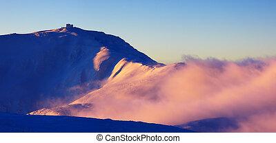 עלית שמש צבעונית, בהרים