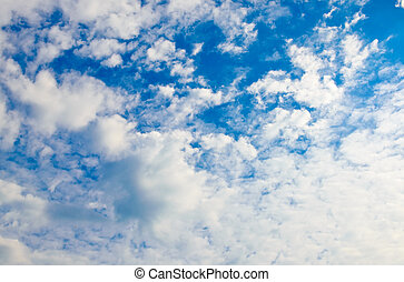 עננים, ב, שמיים כחולים