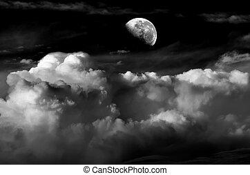 עננים, ירח
