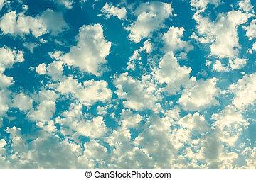 עננים לבנים, ב, שמיים כחולים