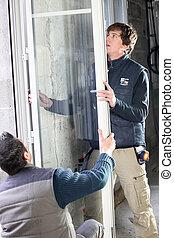פועלים, חלון, להתקין