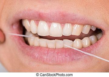 פלוסינג, אישה, שיניים