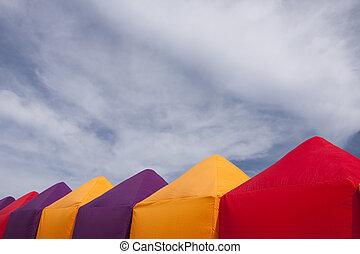 צבעוני, אוהלים