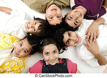 צילום מקרוב, קבץ, לבן, ילדות, הפרד, צילום, ידידים, בחורים, ילדים, ששה, אופקי, לחייך