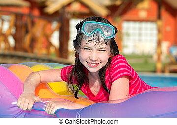 צרף, ילדה, לשחות
