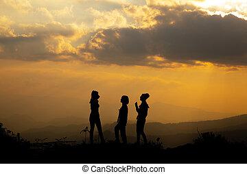 קבץ, צללית, שקיעה, קיץ, ילדה, לשחק, גבעה, שמח