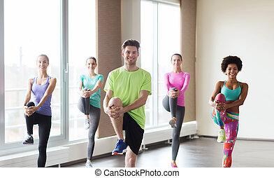 קבץ, של, לחייך אנשים, להתאמן, ב, אולם התעמלות