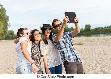 קבץ, של, מבוגר צעיר, ידידים, לקחת, selfie
