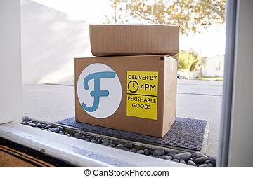 קופסות של קרטון, בחוץ דלת, אוכל טרי, משלוח של בית, חזית