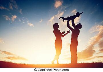 קטן, משפחה, ילד, שלהם, הורים, ביחד, שמח, sunset.
