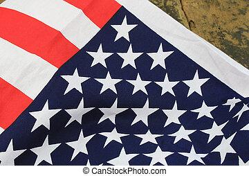 קיר, דגלל, אמריקה, רקע