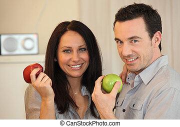קשר, לאכול, תפוחי עץ