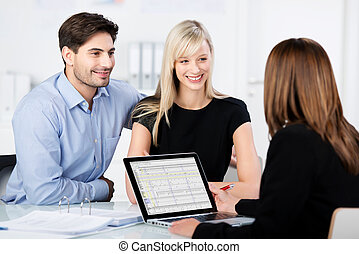 קשר, לחייך, בזמן, להסתכל ב, יועץ כספי, בשולחן