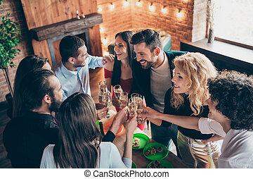 רומנטי, מעל, נחמד, ידידותי, תעשיתי, סיגנון, עליז, הבט, עץ, שמח, בחורים, ביחד, לבנה, לשלם, מודרני, גבוה, כונגראץ, בית של פגישה, אטרקטיבי, אלגנטי, לופט, זוית, ערב, פנים, נחמד, שמח