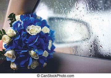 ריח של חתונה, פרחים, של, ורדים, צילום מקרוב, במכונית, ליד, חלון, עם, ירידות, השקה