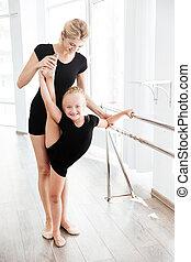 רקדנית בלט, בלט, שלה, למתוח, אולפן, רגליים, מורה