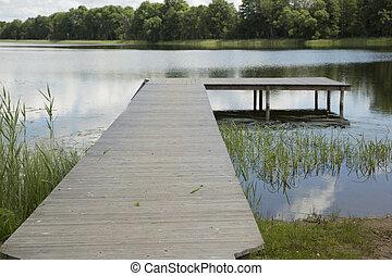 שובר גלים מעץ, אגם