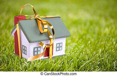 שחק, בית קטן, עם, a, זהב, bow., ה, מושג, של, קנה, ו, מכירה,...