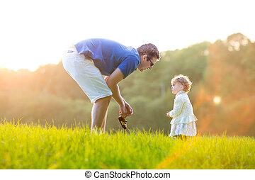 שלו, ילדה, אבא, צעיר, תחום, sunn, תינוק, לשחק