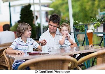 שלו, להרגע, אבא, צעיר, בחוץ, ס.כ., ילדים, בית קפה
