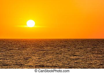 שמיים של תפוז, עלית שמש, ים