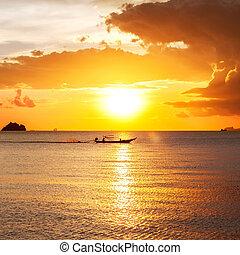 שקיעה, על החוף, עם, יפה, שמיים