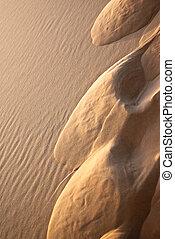תבנית של חול, רקע