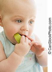 תינוק, בבית, לאכול תפוח עץ