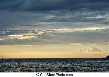 תקציר, שקיעה, רקע, אוקינוס