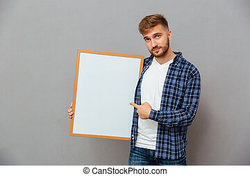 あごひげを生やしている, 指すこと, 板, ブランク, 微笑の人, 偶然, 指