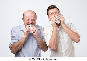 ある, 病気, くしゃみをする, 父, 息子