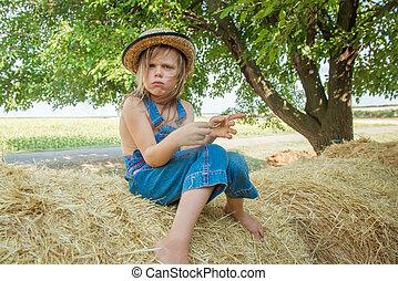 おこらせている, 子供, 座る, 上に, a, haystack