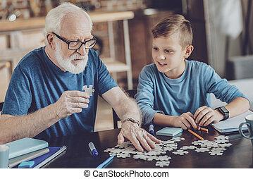 おじいさん, 注意深い, 彼の, 遊び, 孫