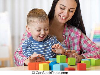 おもちゃ, 男の子, 母, 一緒に, 子が遊ぶ