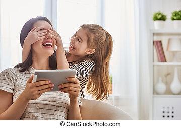 お母さん と 子供, ∥で∥, タブレット