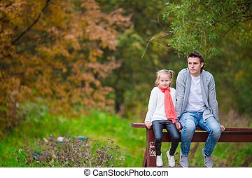 お父さん, わずかしか, 公園, 秋, 屋外で, 女の子, 幸せ