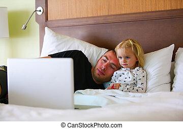 お父さん, わずかしか, 監視, 漫画, 間, 女の子, sick.