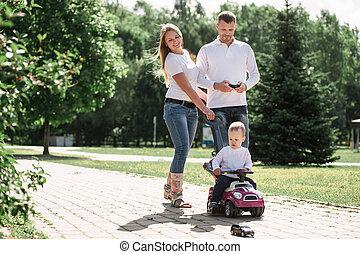 お父さん, 歩くこと, 都市, 息子, 下方に, park., お母さん, 道