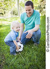 お父さん, 男の子, ボールパーク, 若い, サッカー, 遊び