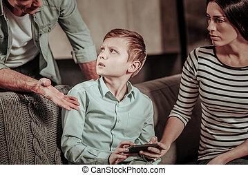 お父さん, 男の子, 彼の, 怒る, 見る, ブロンド