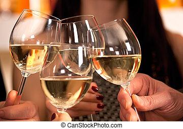 かちりと鳴ること, ガラス, ワイン。, 白