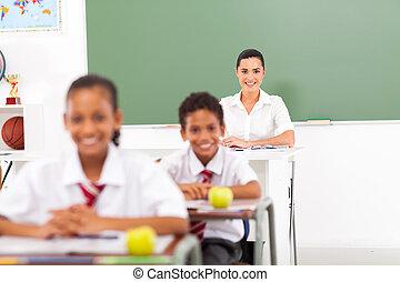 かなり, 女性, 学校教師, 中に, 教室